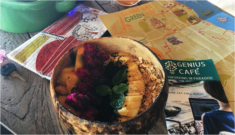 Healthy smoothie bowl at Genius Cafe in Bali